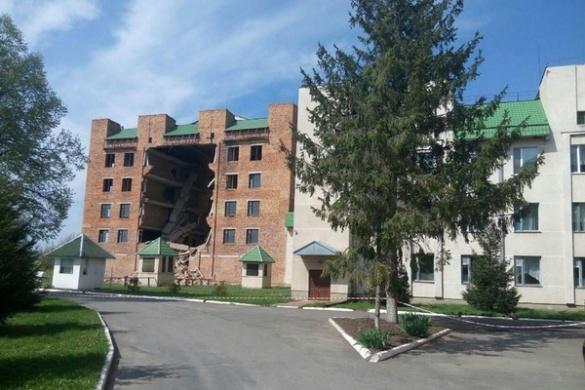 На Черкащині завалилася стіна відомого медичного довгобуда (ФОТО)
