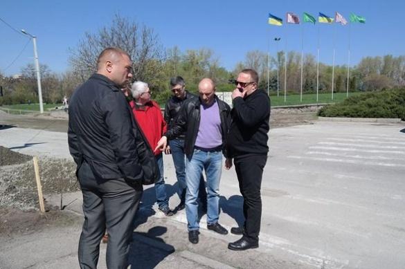 Міський голова Черкас незадоволений ремонтом доріг на одній із вулиць міста