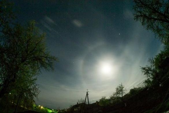 Черкащан заворожило незвичайне атмосферне явище в небі (ФОТО)