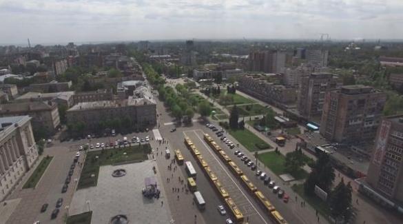 Соборна площа та нові тролейбуси: у мережі показали їх із висоти (ВІДЕО)