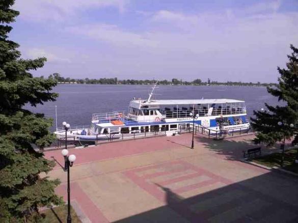Відзавтра  можна буде промчати Дніпром на теплоході