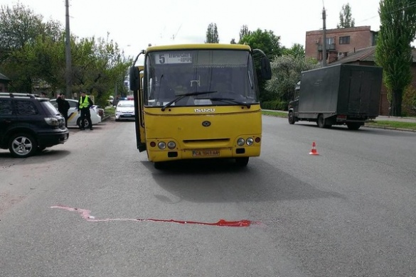 Черкаський пенсіонер опинився під колесами маршрутки