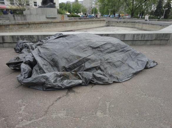 Площа 700-річчя у Черкасах перетворюється на смітник