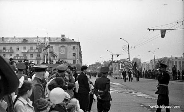 У мережі з'явилися фото першотравневої ходи в Черкасах за радянських часів