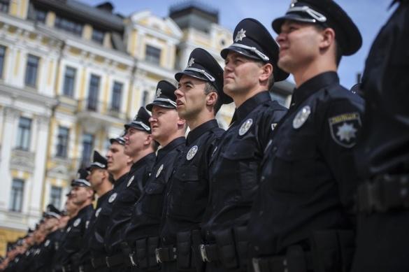 Аваков згадав про Черкаси, де конвой поліцейських охороняв