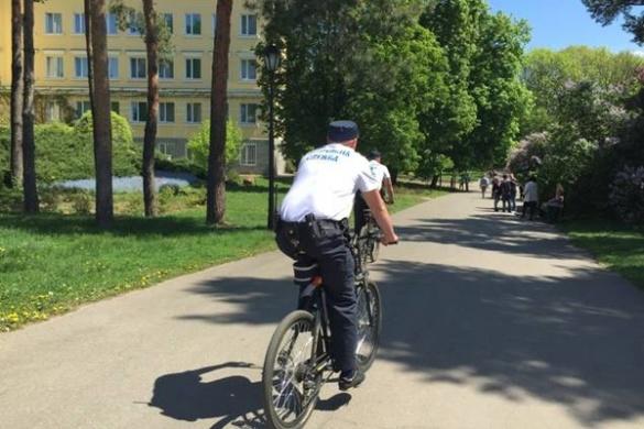 Поліцейські на Черкащині тепер слідкують за безпекою на велосипеді