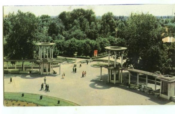 Санаторій, парк та драмтеатр: Черкаси на раритетних листівках