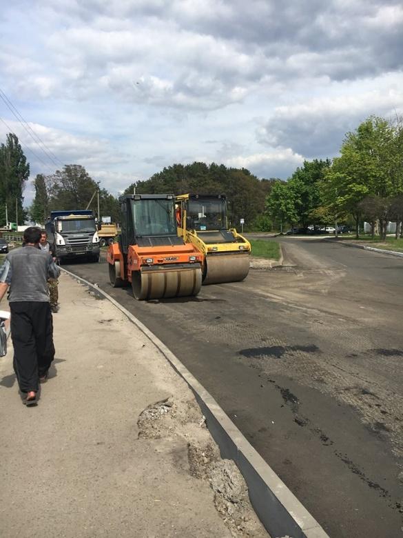 На ще одній вулиці Черкас з'являється нова дорога (ФОТО)