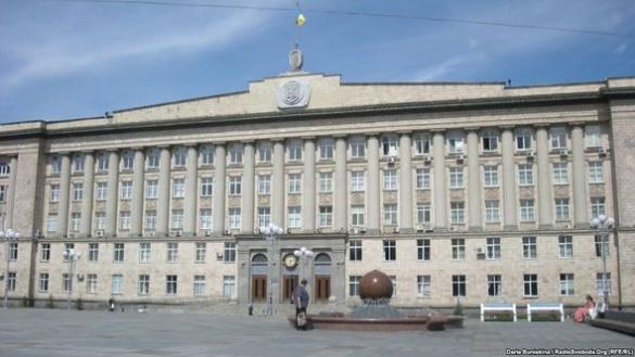 Черкаські депутати під супровід гімну України та викрики