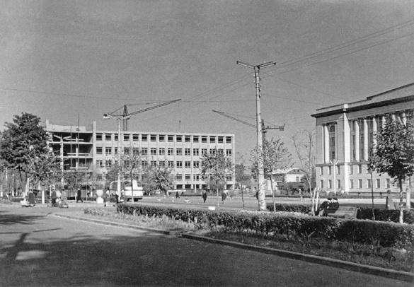 Масштабне будівництво та алея на площі: Черкаси у неймовірних ретросвітлинах