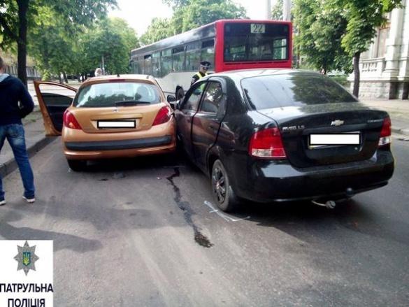 ДТП у Черкасах: не розминулися три автівки