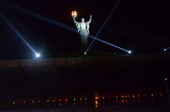 Черкащани в ночі відзначили  першу хвилину миру гімном Європи (фоторепортаж)