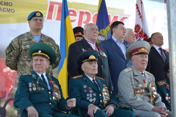 Мітинг та святкова хода: у Черкасах відзначили День перемоги (фоторепортаж)