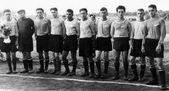 Черкаська футбольна команда святкує 61-й день народження