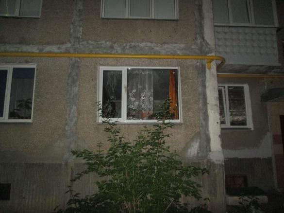 У вікно квартири в Черкасах вночі кинули