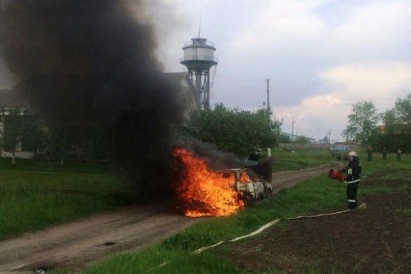 На Черкащині під час руху раптово спалахнула машина (ВІДЕО)