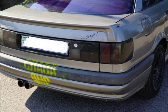 Машину жителю Черкас розмалювали сепаратиським написом (фотофакт)
