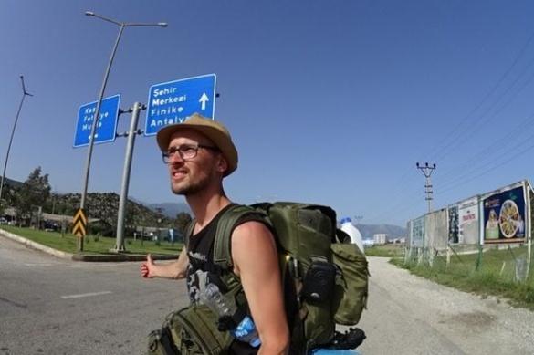 Уманчанин показав, як правильно подорожувати автостопом по світу (ВІДЕО)