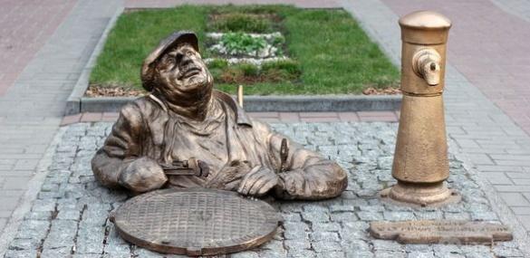 Усе розмаїття черкаських монументів і скульптурних композицій у світлинах