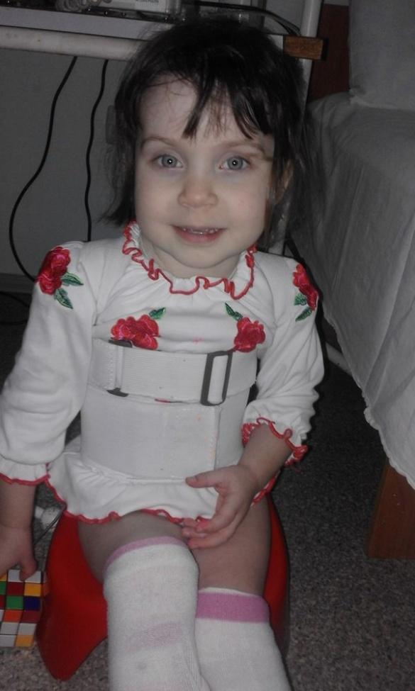 Черкащан просять врятувати життя трирічній дівчинці