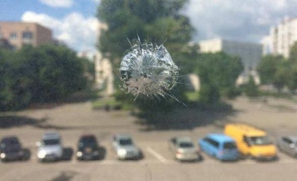 У Черкасах обстріляли приміщення апеляційного суду (ФОТО)