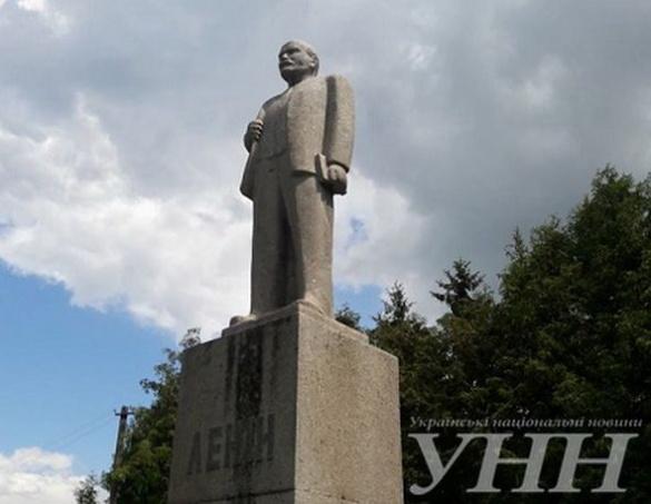 У селі на Черкащині досі височіє пам'ятник Леніну
