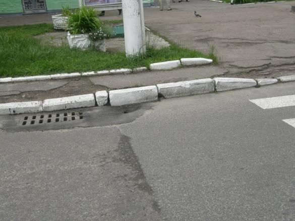 Черкаський чиновник пояснив, чому просів асфальт на новій дорозі