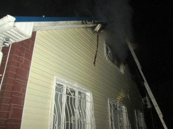 На Черкащині вогонь знищив авто, гараж і частину будинку