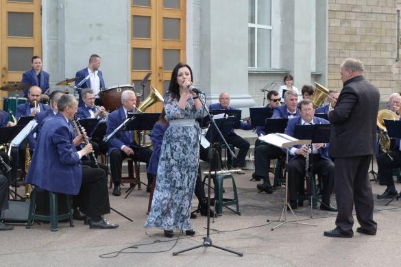 Вечори інструментальної музики просто неба розпочалися у Черкасах (ФОТО)