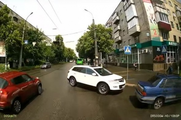 Черкаські тролейбусники зафіксували поведінку автохамів на дорозі (ВІДЕО)