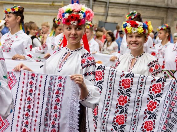 Які особливості вишиванки є у Черкаській області?