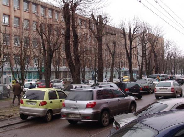 Чому Черкаси можуть перетворитися на одну велику парковку?