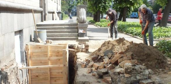 Біля Черкаської ОДА триває незаконне будівництво?