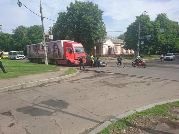 ДТП у Черкасах: вантажівка зіштовхнулася з легковиком