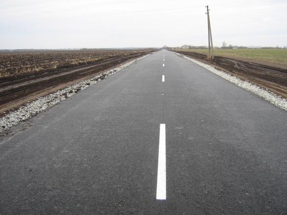 На дорогах Черкащини замінили знаки та привели до ладу зупинки