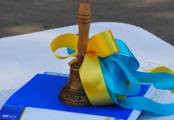 Довгоочікуване свято: черкаські школярі відзначили Останній дзвоник (ВІДЕО)