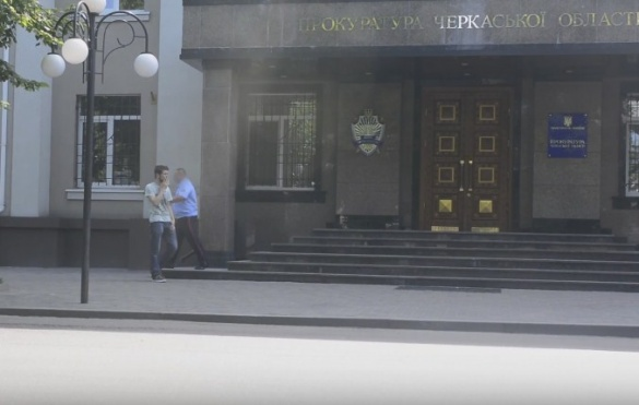 Черкащанин влаштував провокацію біля поліції, прокуратури та ОДА (ВІДЕО)