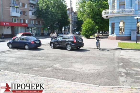 Відремонтовану дорогу на Хрещатику довелося переробляти (ФОТО)