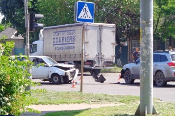 Одразу три автівки потрапили у ДТП в Черкасах (ВІДЕО)