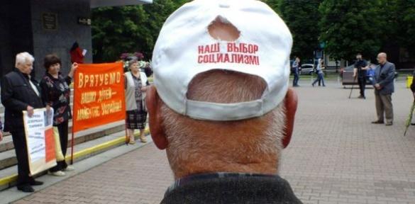 У Черкасах комуністи влаштували мітинг біля міськради