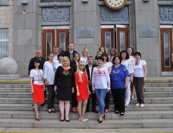Відсьогодні черкаські чиновники щочетверга приходитимуть на роботу у вишиванках