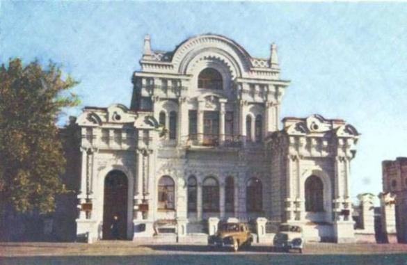 Мальовничі черкаські сквери та квартали на світлинах із минулого