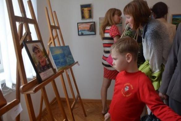 У пам'ять про загиблого в АТО батька 15-річна черкащанка намалювала прекрасні картини