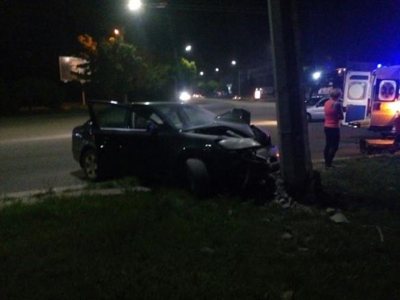 У Черкасах машина врізалася у стовп (ФОТО)