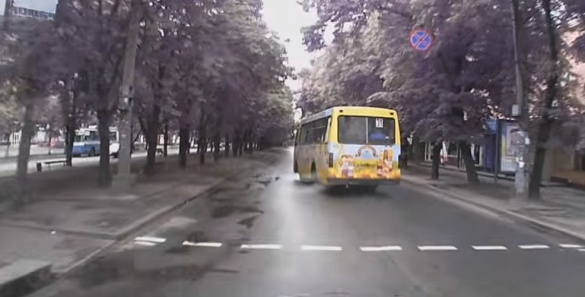 Водій маршрутки влаштував перегони у центрі Черкас (ВІДЕО)