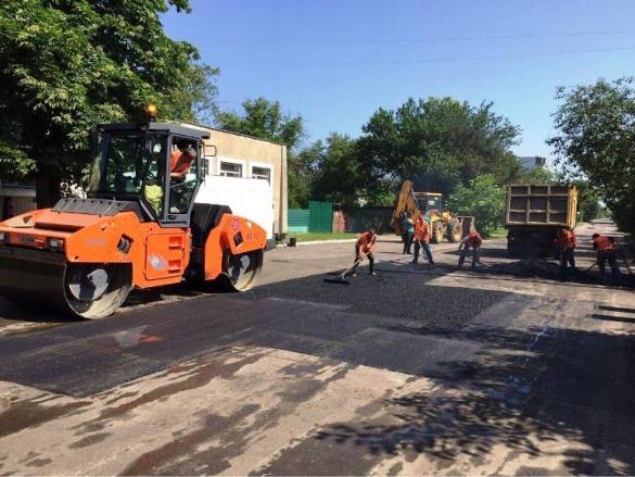 У Черкасах ремонтні роботи тривають на кількох вулицях