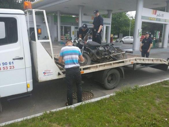Черкаські патрульні затримали п`яного байкера (фотофакт)