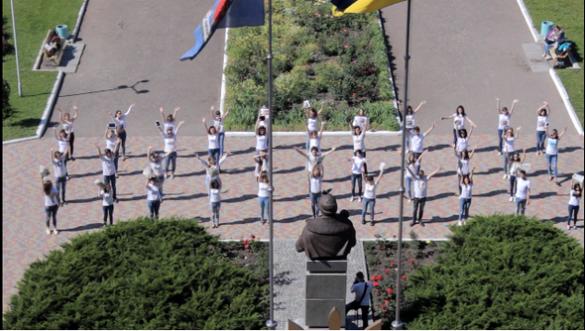 Масовий флешмоб до Дня журналіста влаштували студенти черкаського вишу