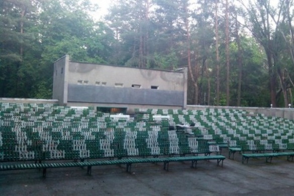 Черкащан запрошують дивитися фільми просто неба у парку