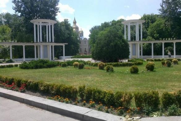 У центрі Черкас встановлюють скульптуру святого архієпископа (ФОТО)